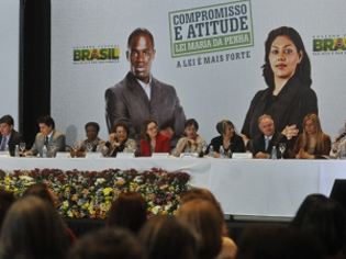 Solenidade de lançamento nacional da Campanha Compromisso e Atitude pela Lei Maria da Penha (DF, 07/08/2012) (Foto: ABr)
