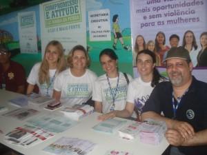 Equipe da SEPM presente ao evento da Ação Cidadã no Careiro, com a juíza da Comarca, Sabrina Ferreira (Foto: Gov/AM)