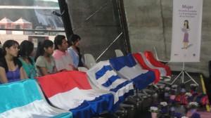 Imigrantes participam do lançamento da cartilha (Foto: Géssica Brandino)