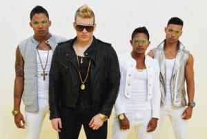 Vocalista e dançarinos da banda New Hit (Foto: Divulgação)