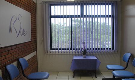 Foto da Sala Lilas, espaço de acolhimento para mulheres vítimas de violência no Instituto Geral de Perícias do Rio Grande do Sul