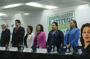 Parceiros da Campanha Compromisso e Atitude no evento de adesão de empresas públicas e privadas (Foto: AgBrasil)