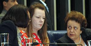 Deputada Jô Moraes, presidenta da CPMI que investigou a violência contra as mulheres, senadora Vanessa Grazziotin, atual procuradora da Mulher no Senado, e Ministra da SPM-PR Eleonora Menicucci em evento de adesão do Congresso Nacional à Campanha Compromisso e Atitude.