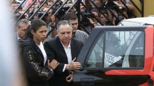 Pimenta Neves chega ao Fórum de Ibiúna para prestar depoimento um mês após o crime (Foto: Caio Guatelli/Folha Imagem/Digital)