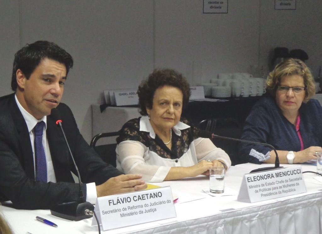Mesa de abertura da Oficina sobre Feminicídio, Brasília, 22 e 23/05/2014 (Foto: Marisa Sanematsu)
