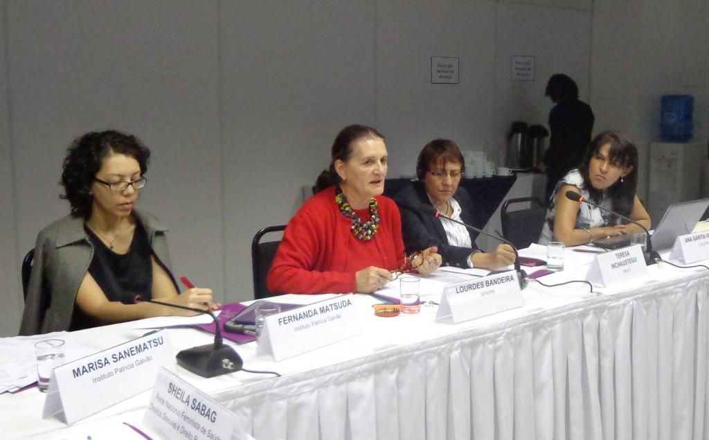 Palestrantes apresentam panorama sobre feminicídio no México, Costa Rica e Brasil (Foto: Marisa Sanematsu)