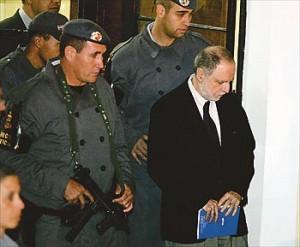 Jornalista sai em liberdade depois de julgamento no Fórum de Ibiúna, em 2006 (Foto: Márcio Fernandes/ AE)