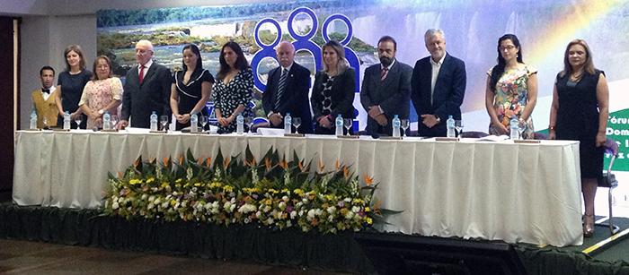 Mesa de abertura do VII Fonavid, realizado de 18 a 21 de novembro em Foz do Iguaçu (PR) (Foto: Débora Prado)