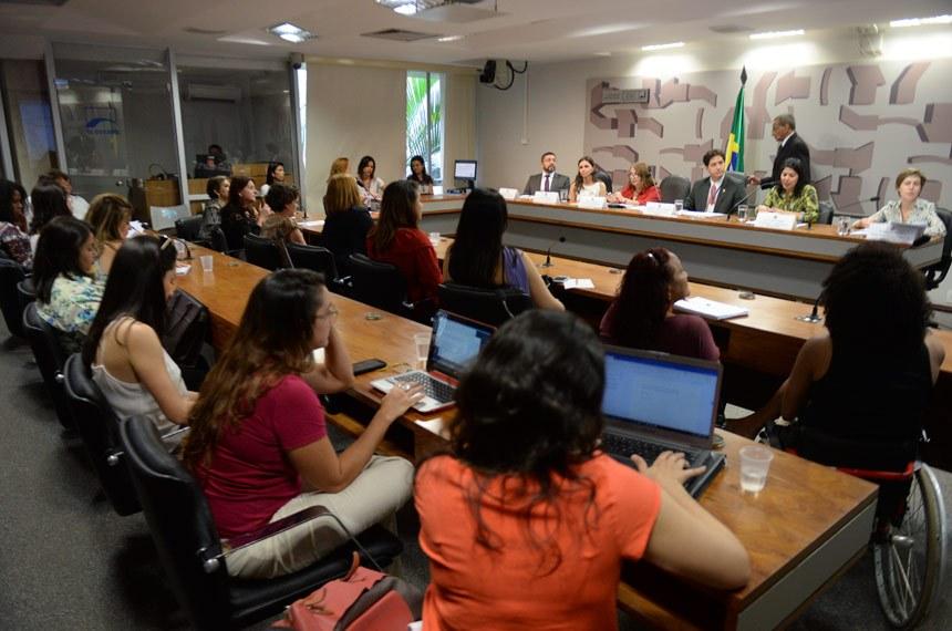 Debate reúne especialistas no enfrentamento à violência contra a mulher (Jefferson Rudy/Agência Senado)